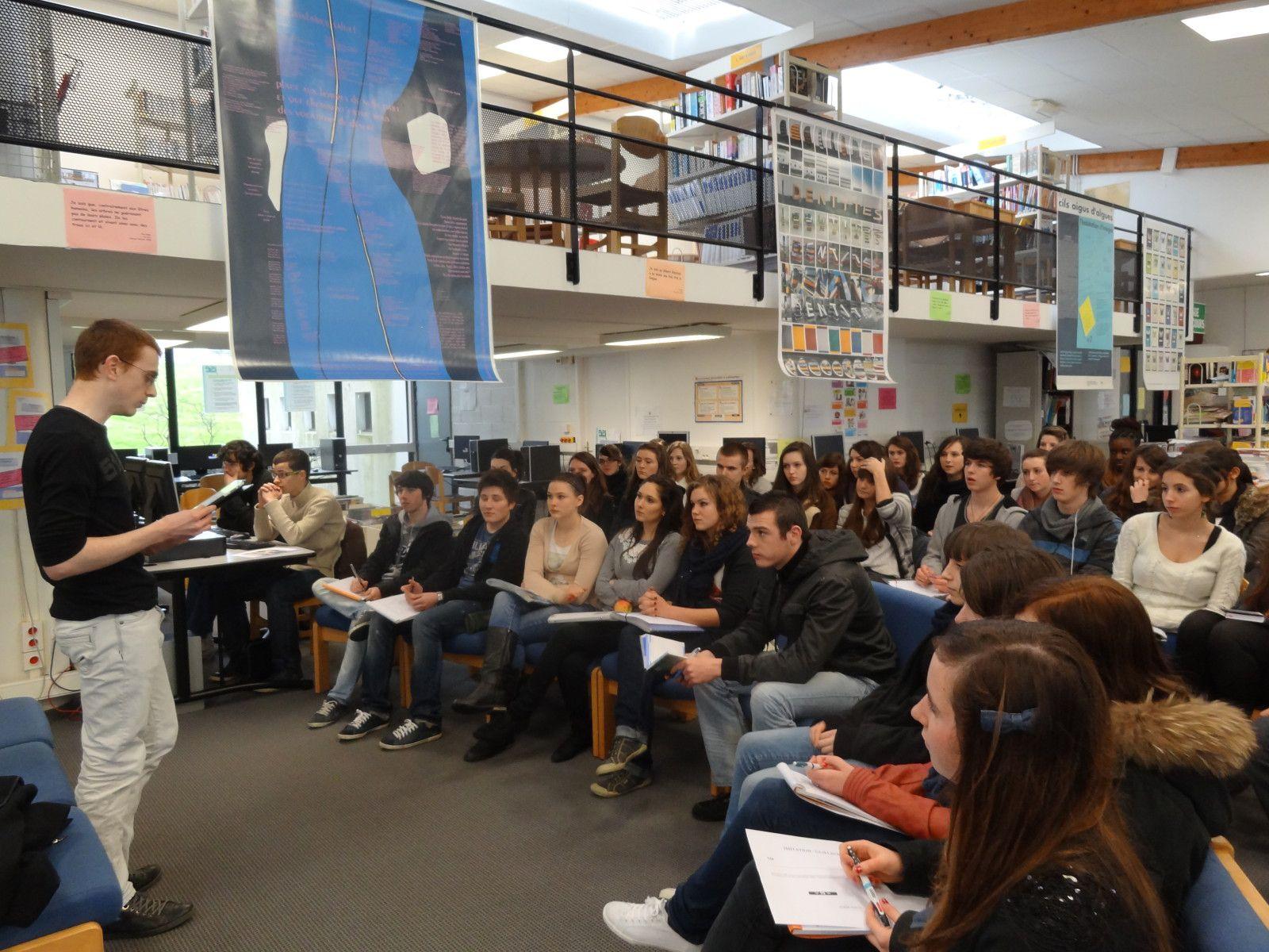 Le 27 février 2012, les lycéens d'i-voix ont rencontré l'écrivain Guillaume Vissac auteur du Livre des peurs primaires publié aux éditions Publie.net.