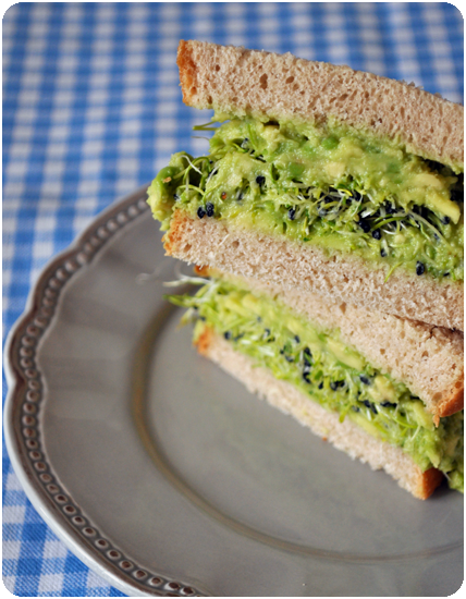 Sandwich-avocat-graines-germees.png