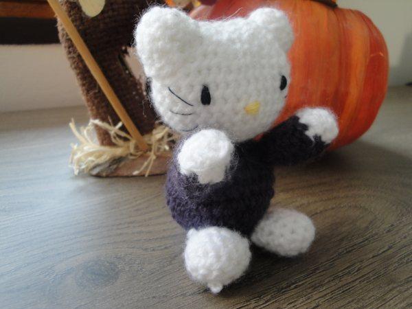 Petit sac Hello Kitty au crochet et porte clés HK assortis ... | 450x600