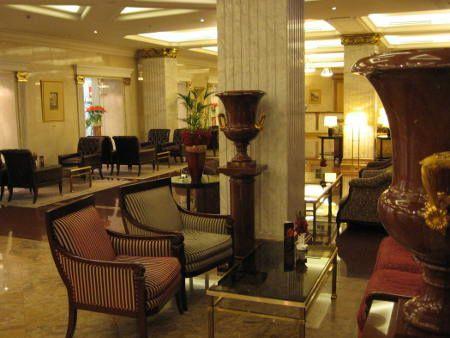 l'hôtel « Ukraine » à Moscou : lobby bar