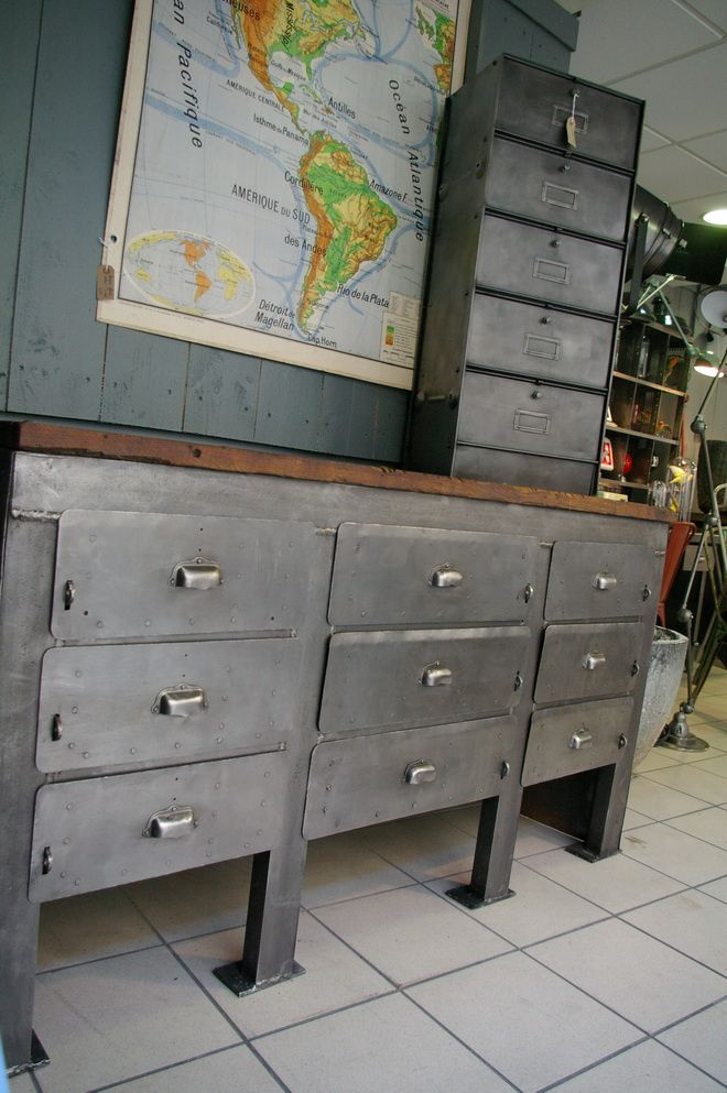 album bureau etabli industriel d une ancienne usine du cote du design. Black Bedroom Furniture Sets. Home Design Ideas