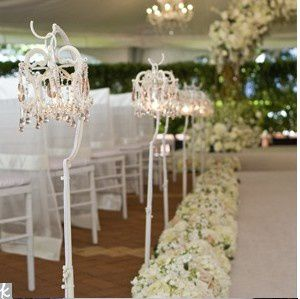 deco-eglise-mariage-blanche-chic.jpg