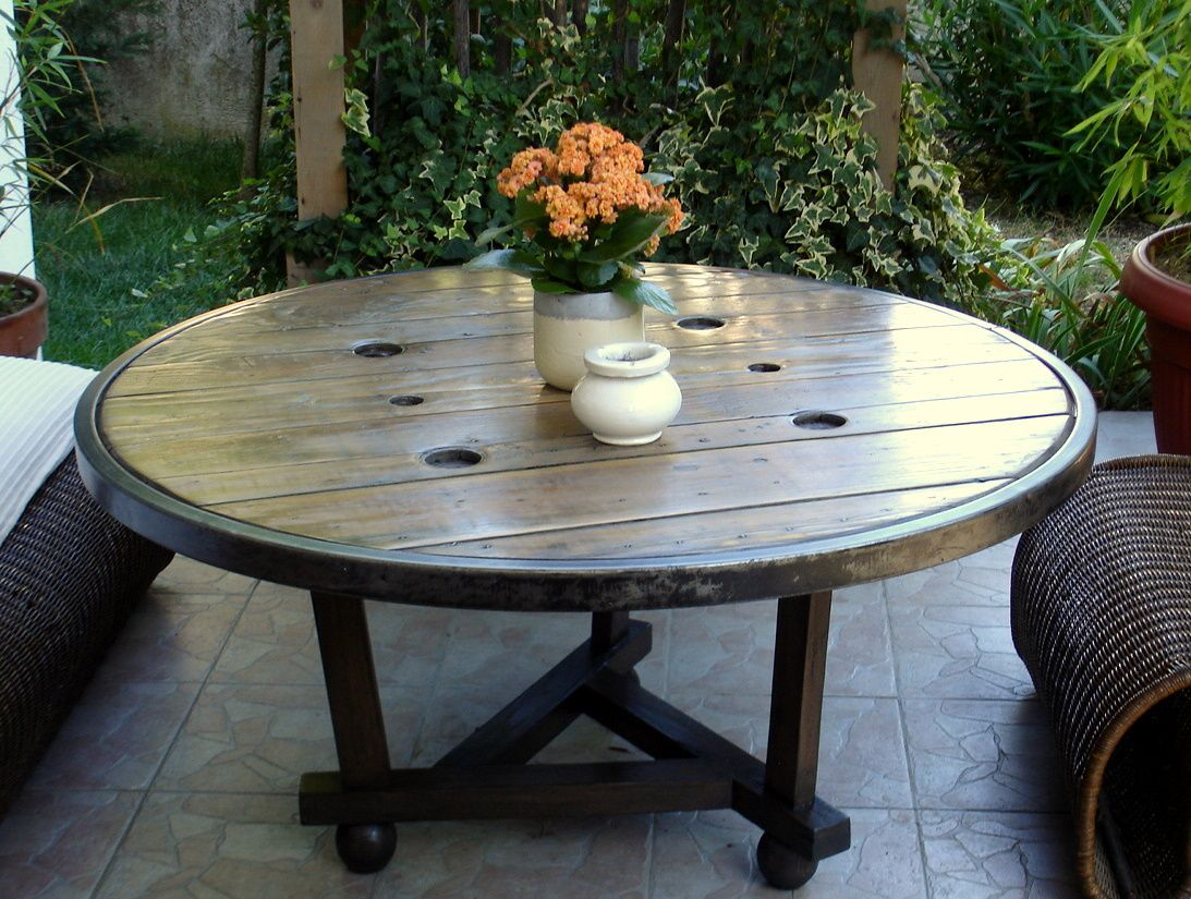 Beautiful faire une table de jardin avec un touret for Realiser une table de jardin