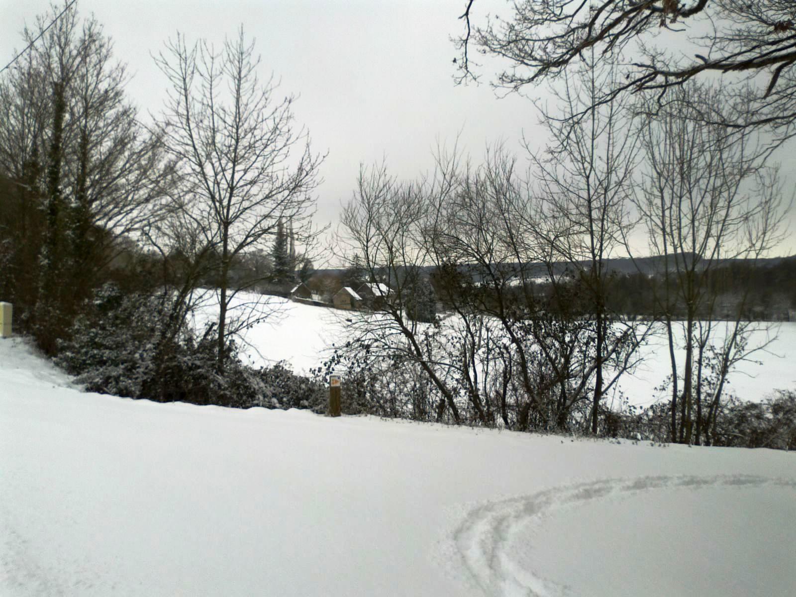 Une vallée du Perche sous la neige en février 2012 et 2013