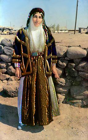 Amed-Woman