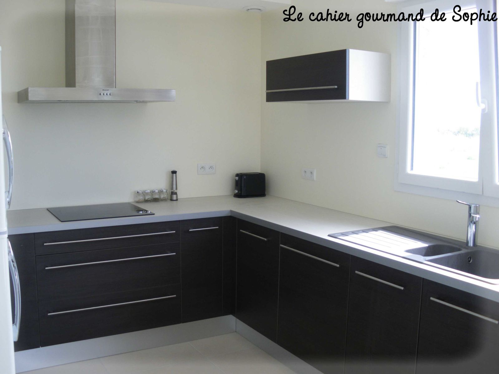 de retour avec ma nouvelle cuisine le cahier gourmand de sophie. Black Bedroom Furniture Sets. Home Design Ideas