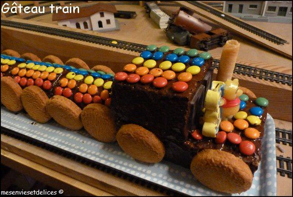 Gateau train locomotive