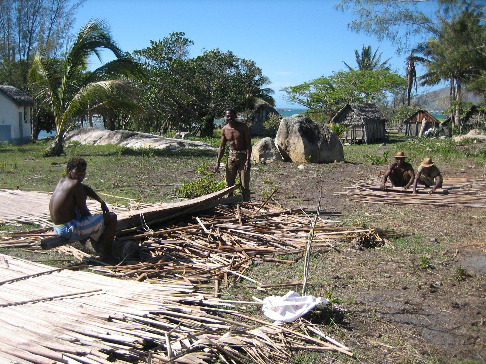 Construction de l'école et du puit