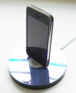 recycled-cd-iphone-dock_7.jpg