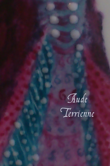robe-violette-detail-perles.png