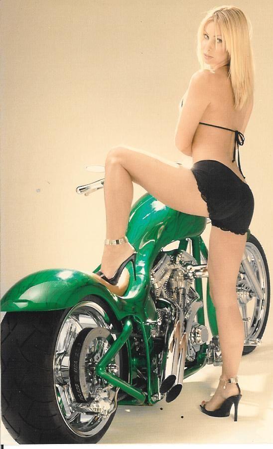 2011 girls on bikes hot blonde 002 thundercycle.com