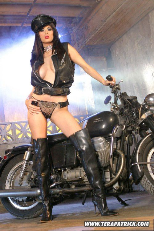 2011 girls on bikes Tera Patrick 013 www.TeraPatrick.com