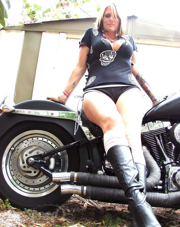 2012 girls on bikes inked blonde 004 www.topspeed.com
