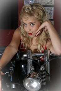 2012-glory-arguello-pin-up-sesion-for-Kustom-Cherries-001-t