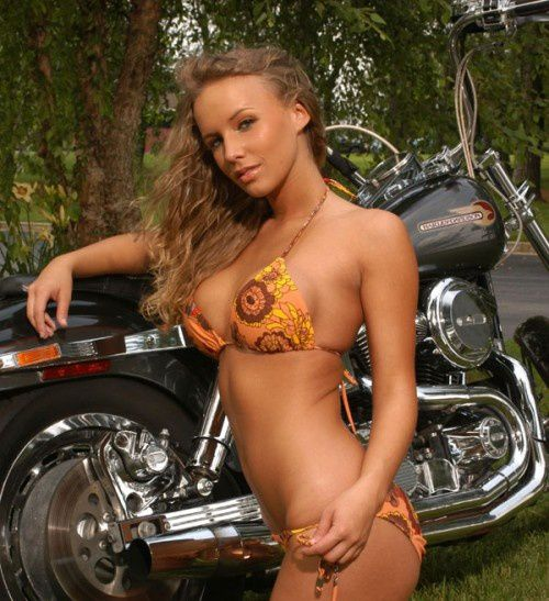 2012 biker chicks kelly dyer 001 hottieofthehour.com