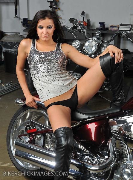 2012 biker hotties Natalia 001 bikerchickimages.com