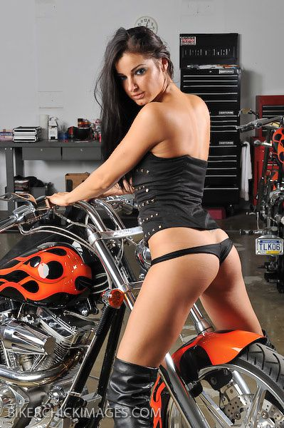 2012 biker hotties Natalia 005 bikerchickimages.com
