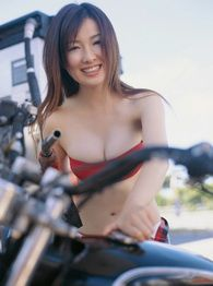 2013-japanese-gravure-idol-saki-seto-with-a-motorcycle-005-