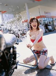 2013-japanese-gravure-idol-saki-seto-with-a-motorcycle-006-
