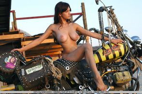 2013-temporis-sofi-a-bike-goncharov-002-met-art.com-s