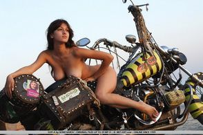 2013-temporis-sofi-a-bike-goncharov-003-met-art.com-s