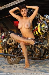 2013-temporis-sofi-a-bike-goncharov-006-met-art.com-s