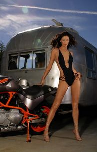 summer-altice-naked-sitting-on-buell-Bike-002-www.virtuasex
