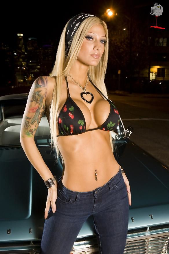 Inked playmate : december 2010 - Esther Hanuka aka Queen Esther