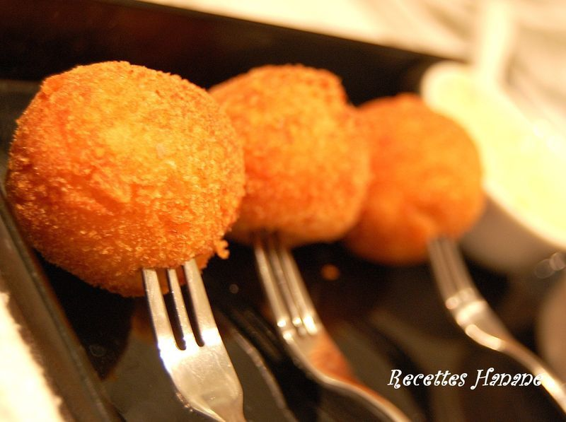 boulettes de pommes de terre fourr es au fromage fondant recettes by hanane. Black Bedroom Furniture Sets. Home Design Ideas