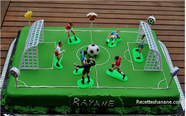 gateau terrain de foot chocolat. Black Bedroom Furniture Sets. Home Design Ideas