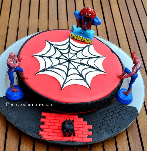 decoration gateau anniversaire garcon spiderman