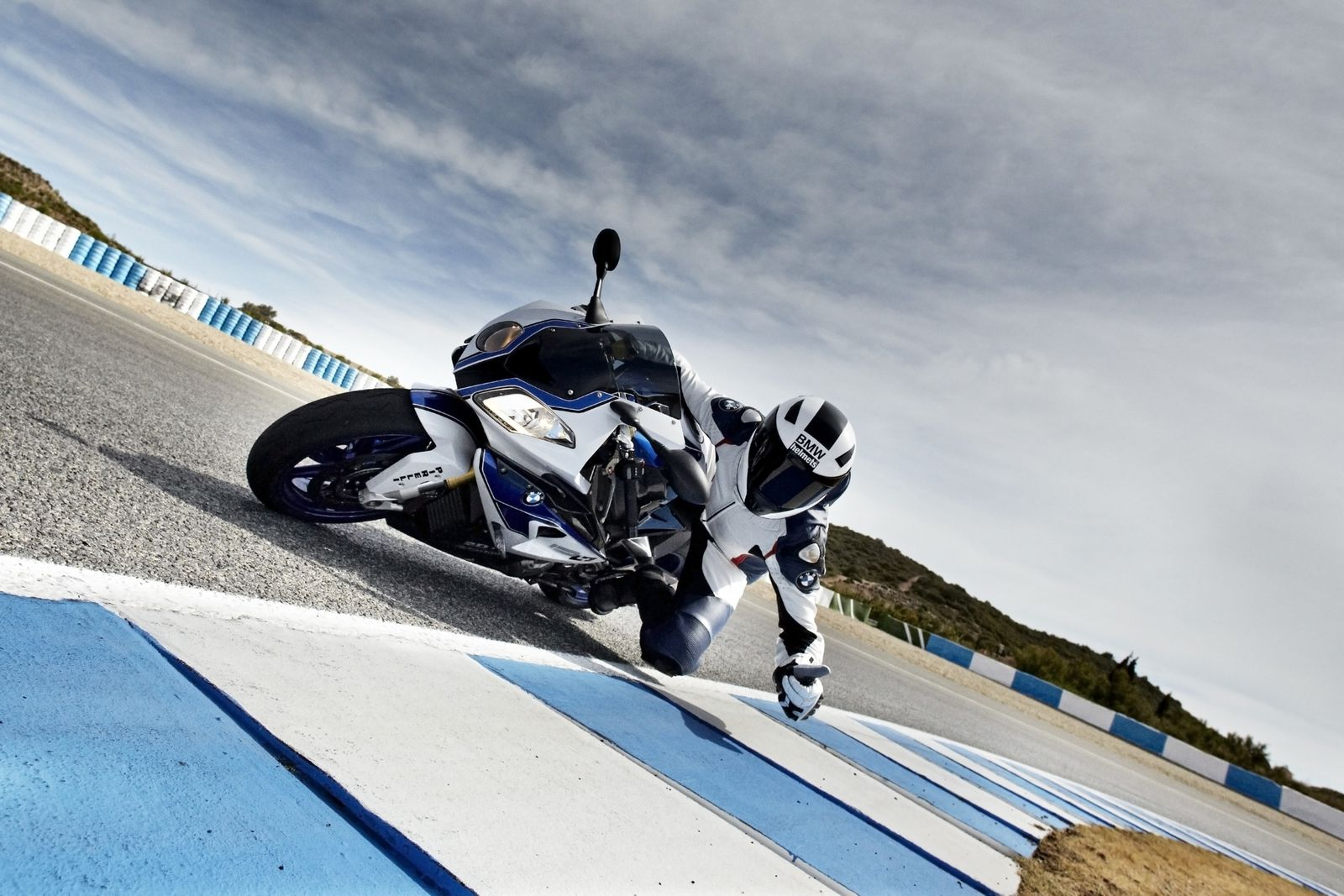 moto bmw the bmw f800 gt 2013 the bmw s1000rr hp4. Black Bedroom Furniture Sets. Home Design Ideas