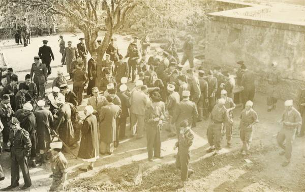 Le-mechoui-le-11-11-1957-dans-la-cour-de-la-caserne.jpg