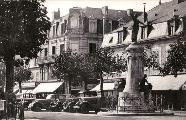 3-statue-Republique--CP-v.-1938-.jpg