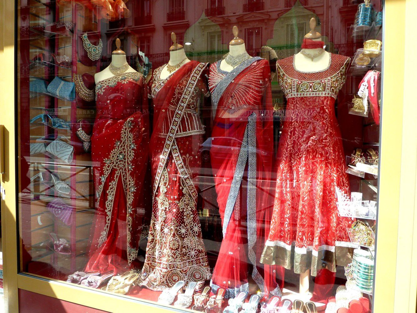 Sari-dress-shop-boutique-robes-sari-India-in-Paris-indien-F