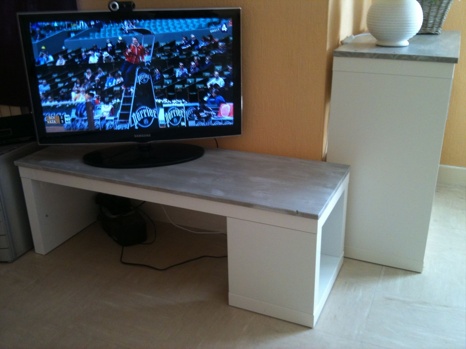 Album relookage table lack ik a en meuble tv kakinou - Meuble tv porte coulissante ikea ...