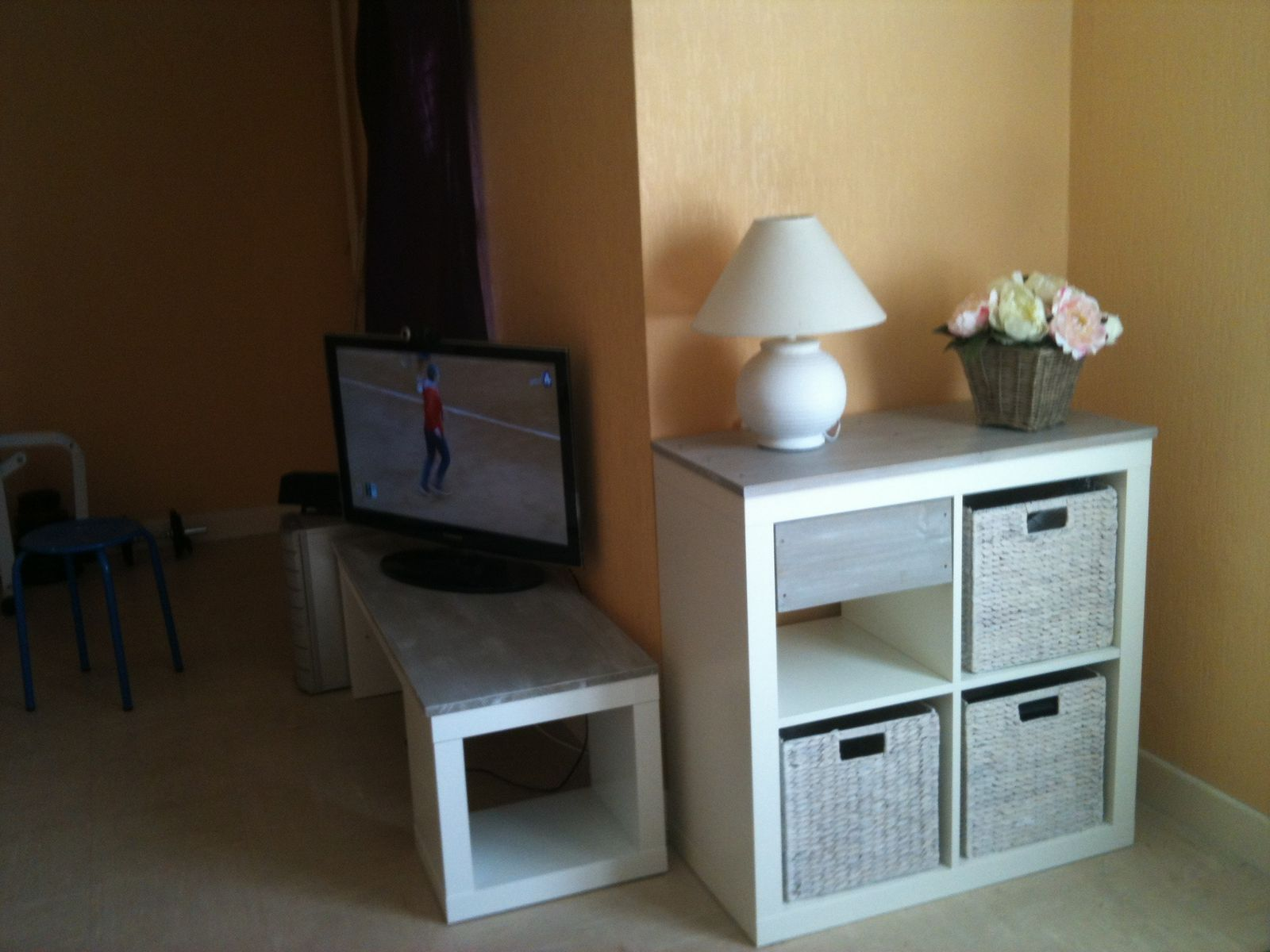 album relookage table lack ika en meuble tv kakinou cration - Meuble Tv Noir Ikea Lack