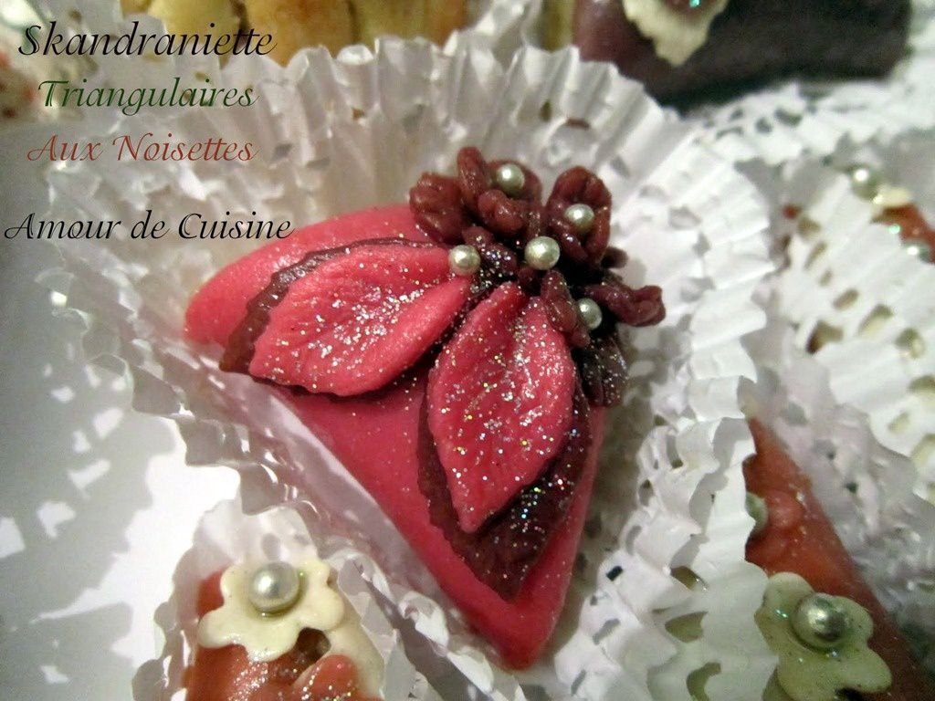 Skandraniette en triangle aux noisettes gateau algerien - Decoration gateau traditionnel algerien ...