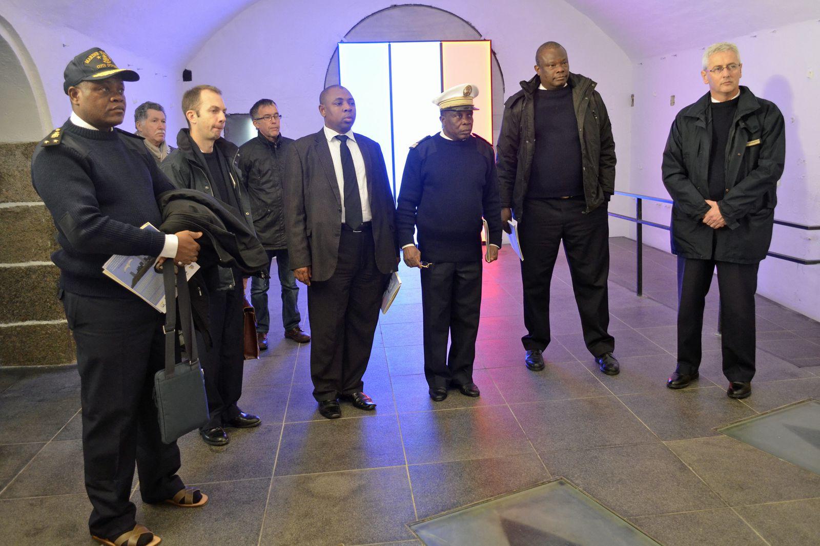 13 décembre 2013, des personnalités de Côte d'Ivoire, du Gabon et du Togo ont visité le Mémorial national des marins morts pour la France. Elles ont été accueillies et guidées par René Richard et Thadée Basiorek. Photographies : Thadée Bas