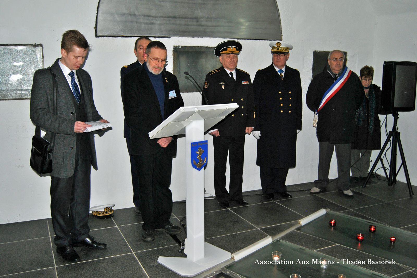 Visite du Vice-Amiral Kravchuk, commandant la flotte russe en Mer Baltique, pour un hommage commun aux marins français et russes morts pour leur pays.photographies : Marine Nationale - ass. aux marins : N. Agéa - T. Basiorek - J.J. Tréguer