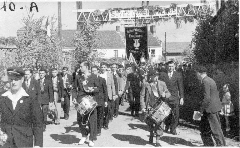 Album - le village de Thourotte (Oise), 1949 le bouquet provincial