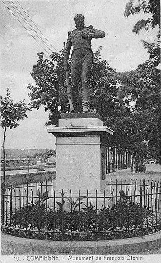 Album - la ville de Compiègne (Oise), la poste, la préfecture, les statues