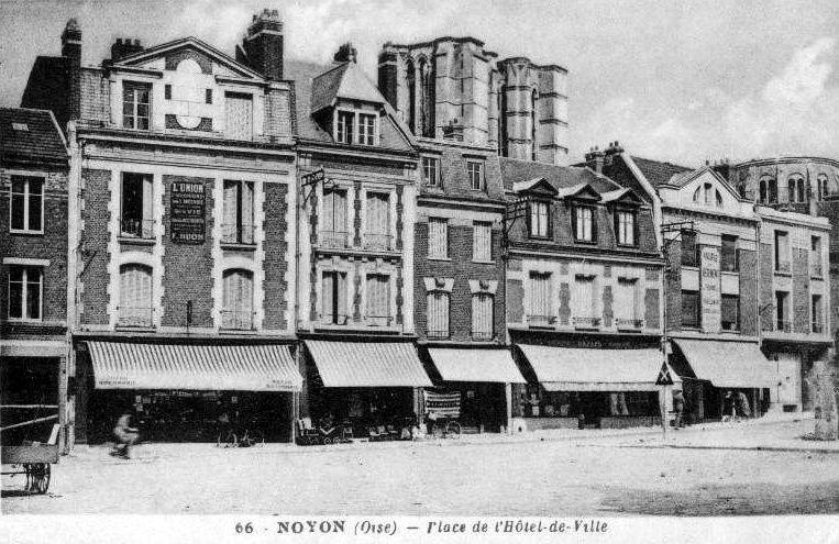 Album - la ville de Noyon (Oise), la place de l'Hôtel de Ville