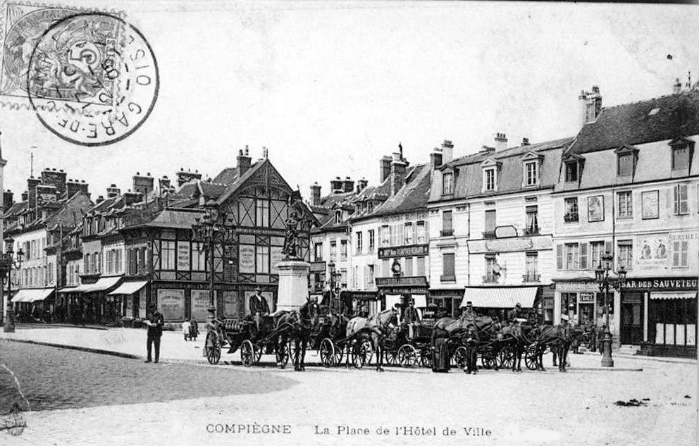 Album - la ville de Compiègne (Oise), la place de l'Hôtel de ville