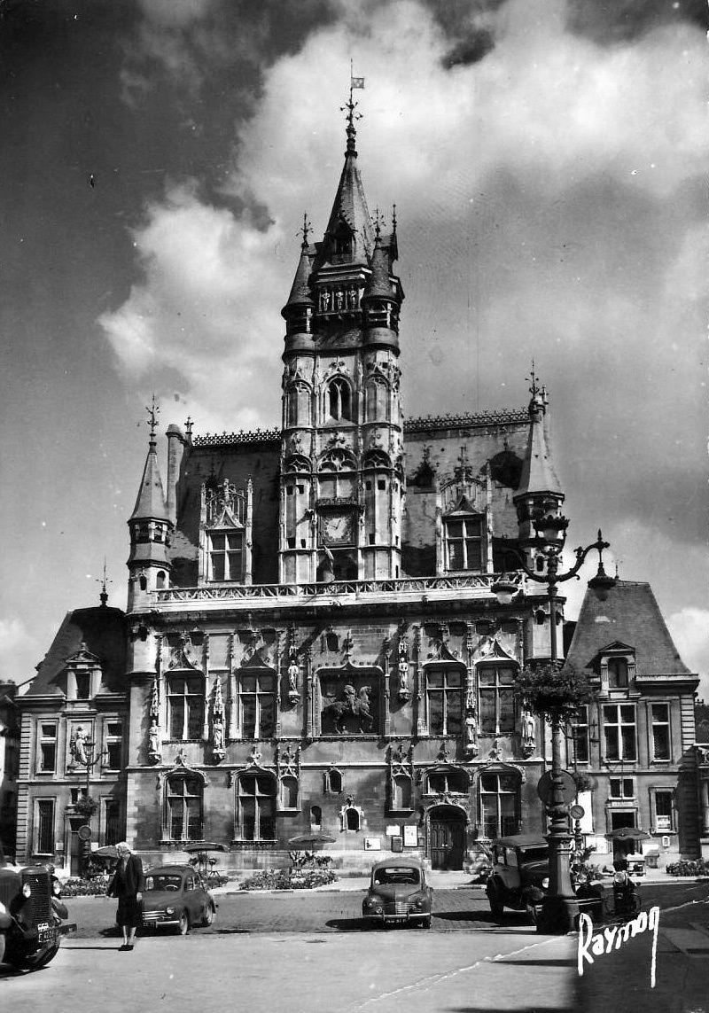 Album - la ville de Compiegne (Oise), l'hôtel de ville