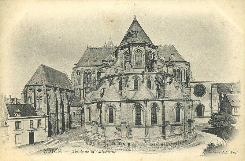 Album - la ville de Noyon (Oise), la porte Corbeau, l'Abside, la salle du trésor, l'ancienne Abbaye