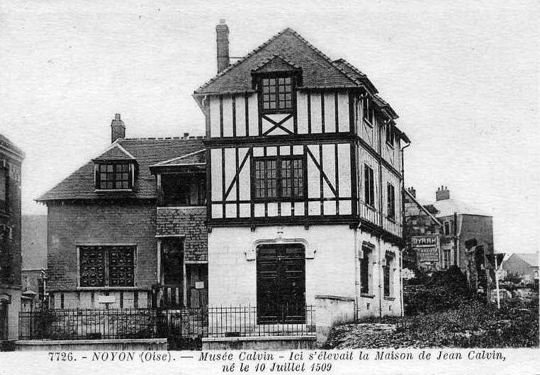 Album - la ville de Noyon (Oise), le musée Calvin, la bibliotéque du chapitre, l'évêchè