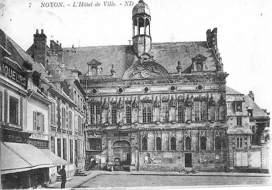 Album - la ville de Noyon (oise), l'hôtel de ville et sa place
