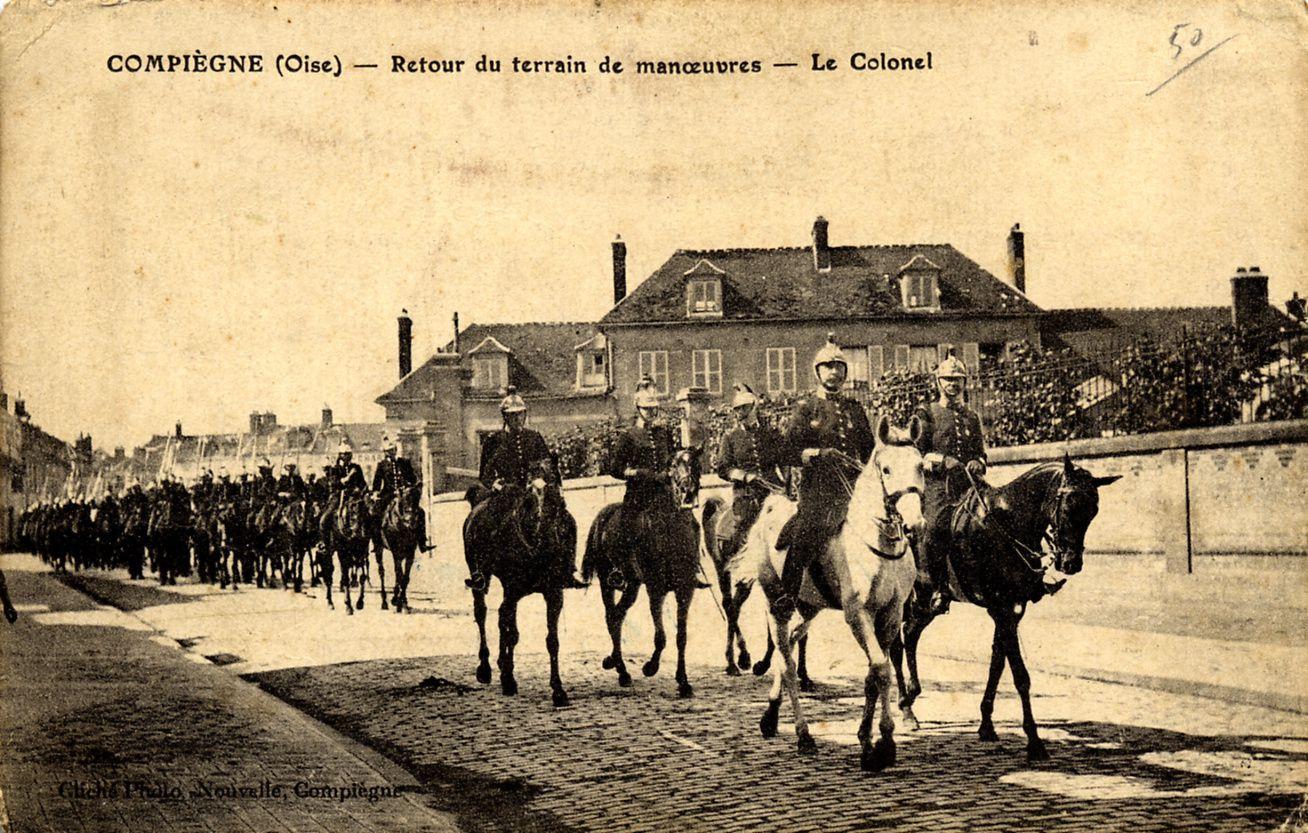 Album - la ville de Compiegne, (Oise), les casernes, différentes photos