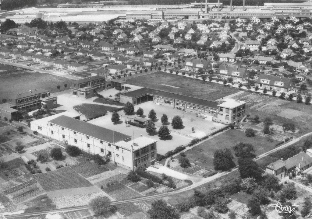 Album - le village de Thourotte, (Oise), vue générale, la mairie, la place